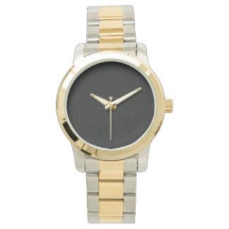 黒はツートーン腕時計の金ゴールドおよび銀製の調子を振りかけます 腕時計