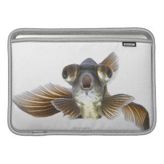 黒は繋ぎ止めます金魚(フナのauratus)を MacBook スリーブ
