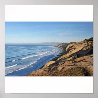 黒を見ているトーリーパインはOceansiに北に浜に引き上げます ポスター