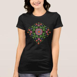 黒人女性のTシャツのシックな花のRangoli Tシャツ