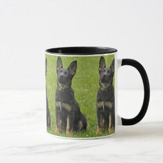 黒及びタンGSDの子犬 マグカップ