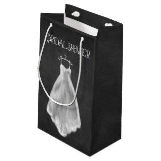 黒板のウェディングドレスのブライダルシャワーのギフトバッグ スモールペーパーバッグ