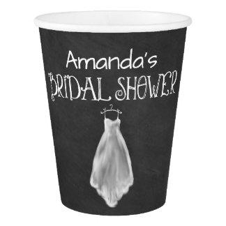 黒板のウェディングドレスのブライダルシャワーのパーティーのコップ 紙コップ