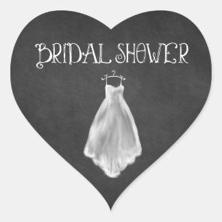 黒板のウェディングドレスのブライダルシャワーの好意 ハートシール