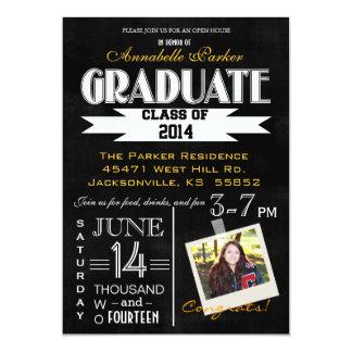 黒板のタイポグラフィの写真の卒業Announcemen カード