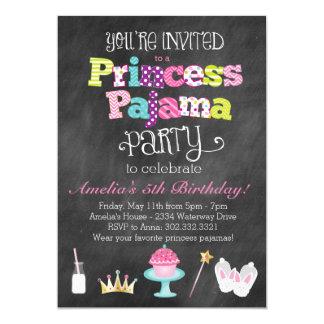 黒板のプリンセスのパジャマのパーティの招待状 カード