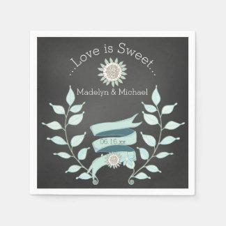 黒板の青い花の結婚式の紙ナプキン スタンダードカクテルナプキン