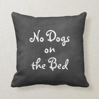 """黒板""""ベッドの犬無し""""の枕 クッション"""