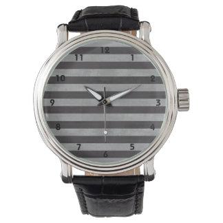 黒板、横のチョークは縞で飾ります 腕時計