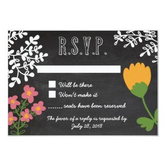 黒板RSVPの手描きのメーソンジャー及び花 カード