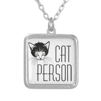 黒猫とのかわいい猫人のデザイン シルバープレートネックレス