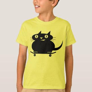 黒猫のスケートボードをするTシャツ Tシャツ