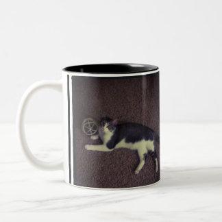 黒2の調子猫のマグ ツートーンマグカップ