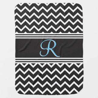 黒|白いシェブロンのゴシック様式ジグザグ形のモノグラム ベビー ブランケット