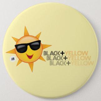 黒 + Yinz黄色いメガPin 缶バッジ