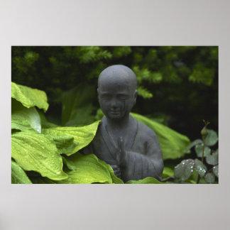 黙想の庭の仏の彫像 ポスター