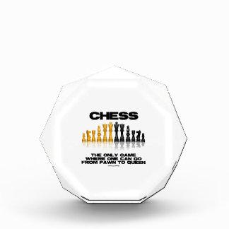 1つが女王に行くことができる担保ところチェス唯一のゲーム 表彰盾