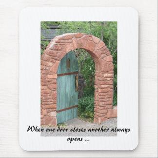 1つのドアが別のoを…常に閉める時、IMG_3443 マウスパッド