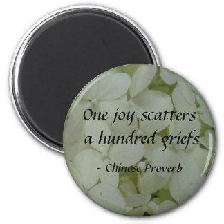 1つの喜びは百の悲しみを分散させます マグネット