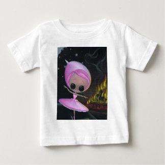 1つの夜立場 ベビーTシャツ