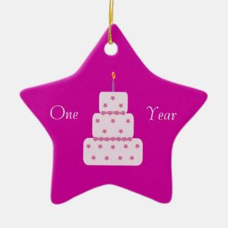 1つの年の節酒のお誕生日ケーキのカスタマイズ可能なピンク セラミックオーナメント