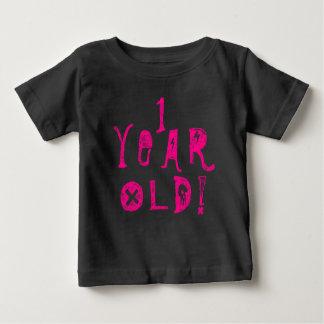 1つの歳の誕生日のかわいいベビーのスカルの石ピンク ベビーTシャツ