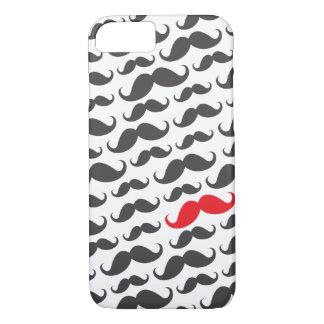 1つの赤い口ひげが付いているダークグレーの髭パターン iPhone 8/7ケース