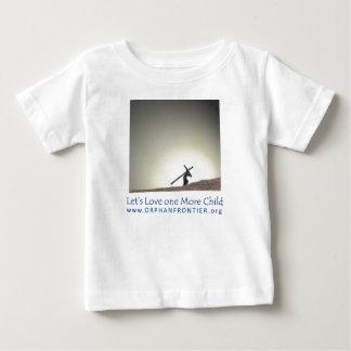 1人のより多くの子供を愛しよう ベビーTシャツ
