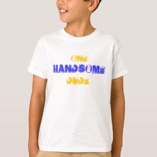 1人のハンサムな男 Tシャツ
