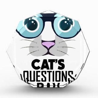 1月22日-あなたの猫の質問日に答えて下さい 表彰盾