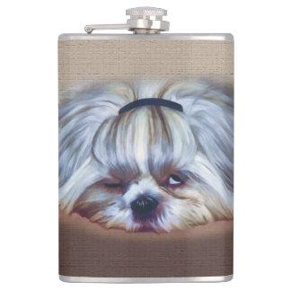 1杯の飲み物シーズー(犬)のTzu余りにも多くの犬 フラスク