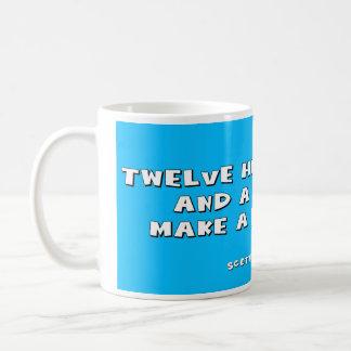 12人の高地居住者およびバグパイプは暴動を作ります コーヒーマグカップ