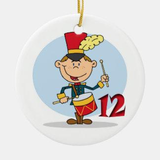 12日のクリスマス12のドラマーのドラムをたたくこと セラミックオーナメント