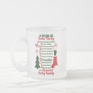 12日のローラーのダービーのクリスマス、ローラースケートで滑る フロストグラスマグカップ