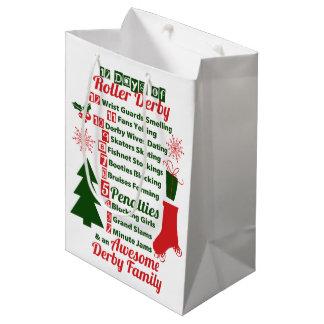 12日のローラーのダービーのクリスマス、ローラースケートで滑る ミディアムペーパーバッグ