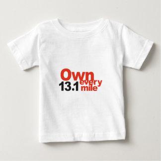 13.1マイル毎にの1/2のマラソン所有するため! ベビーTシャツ