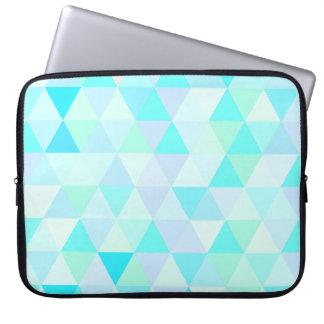 15インチの青く幾何学的な三角形 ラップトップスリーブ