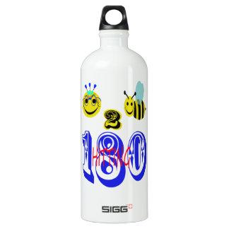 180に当っている幸せな2蜂 ウォーターボトル