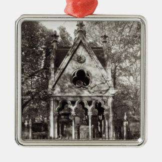 1817年に造られるAbelardおよびHeloiseの墓 メタルオーナメント