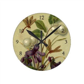 1881年頃: Snowberriesおよびバイオレット ラウンド壁時計