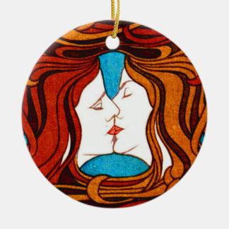"""""""1898年頃毛によって""""接吻する2つの顔 セラミックオーナメント"""