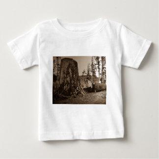 1903年のヴィンテージの樵の幻灯のスライド ベビーTシャツ
