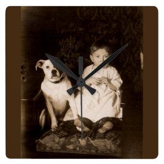 1910年のピットブルおよび赤ん坊RPPC頃 スクエア壁時計