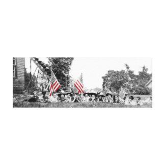 1910年頃愛国心が強いグループの女性の米国旗 キャンバスプリント