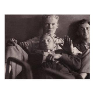1930年代初期: ベッドKarsava、ラトビアの若者 ポストカード