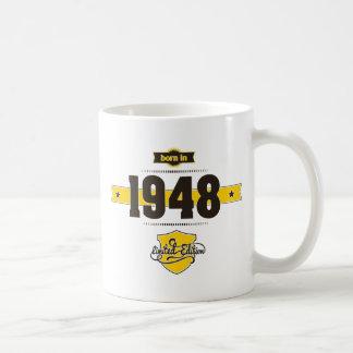1948年に生まれて下さい(choco&yellow) コーヒーマグカップ