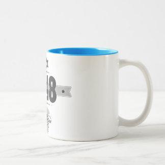 1948年に生まれて下さい(Dark&Lightgrey) ツートーンマグカップ