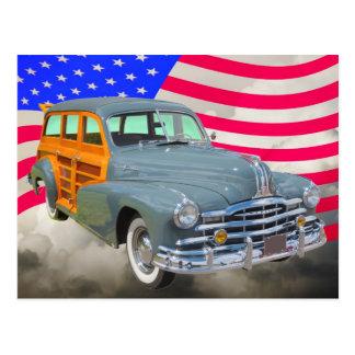 1948年のポンティアクの銀製の縞Woodyおよび米国の旗 ポストカード