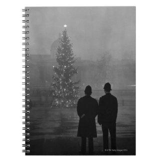 1948年: 2人の警官点のクリスマスツリー ノートブック