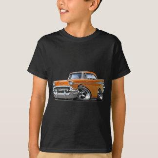 1957年のChevy Belairのオレンジは改造しました Tシャツ